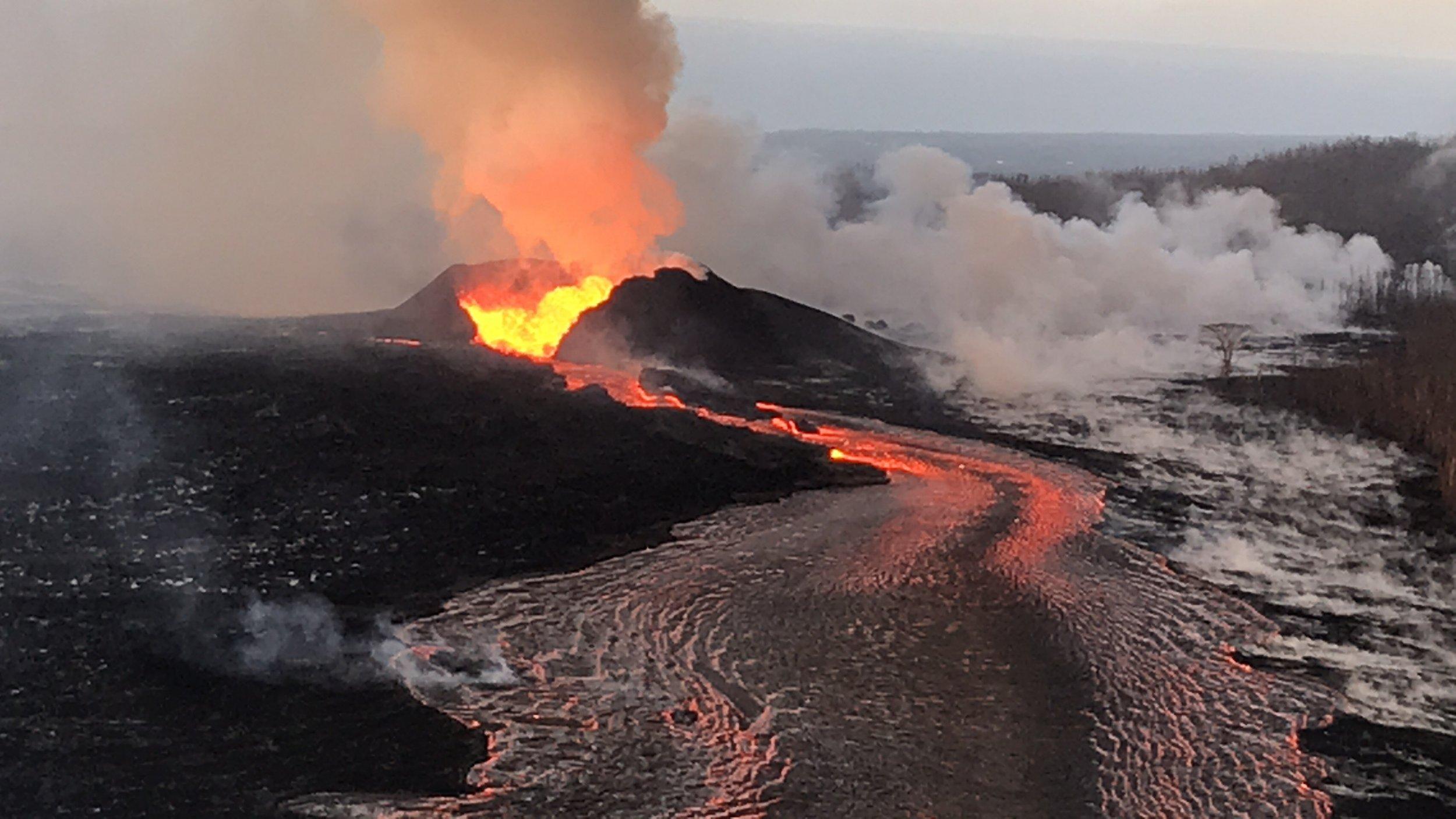 7_2_Fissure 8 cone pouring lava