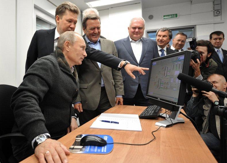 7_03_Putin_computer