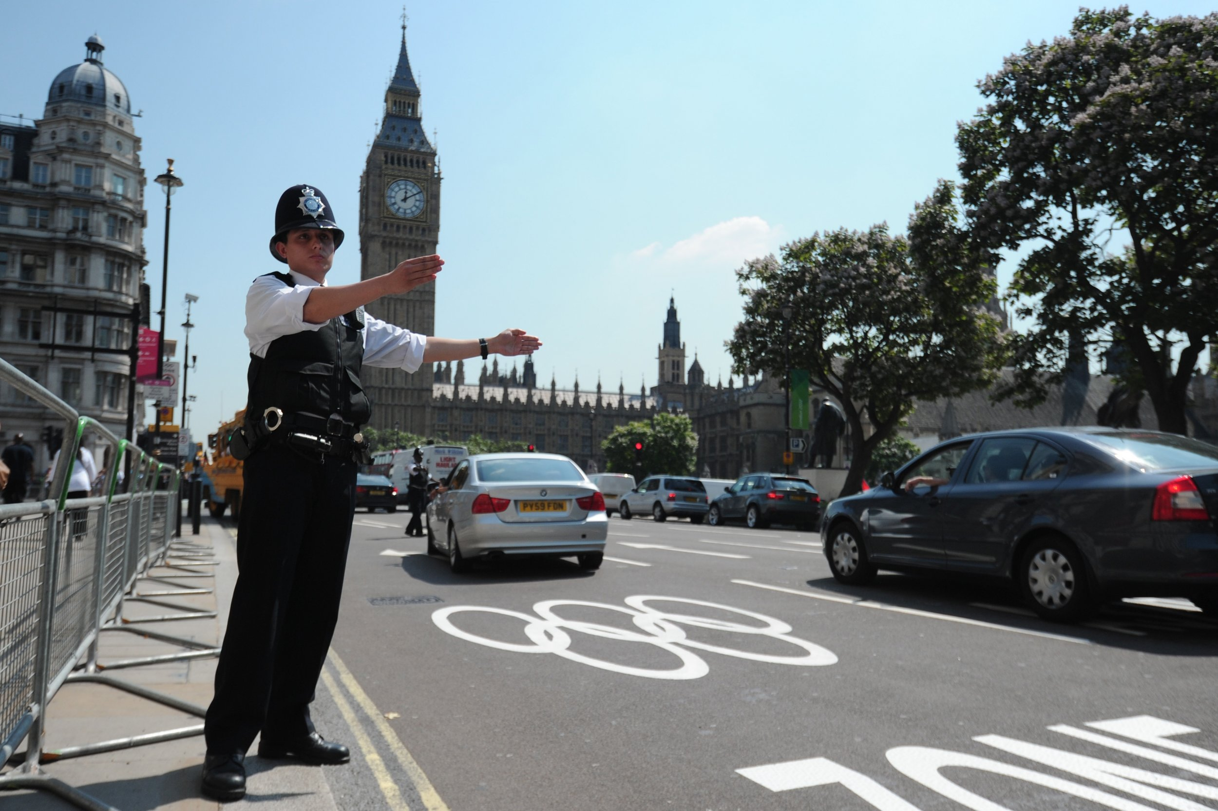 07_04_London_police