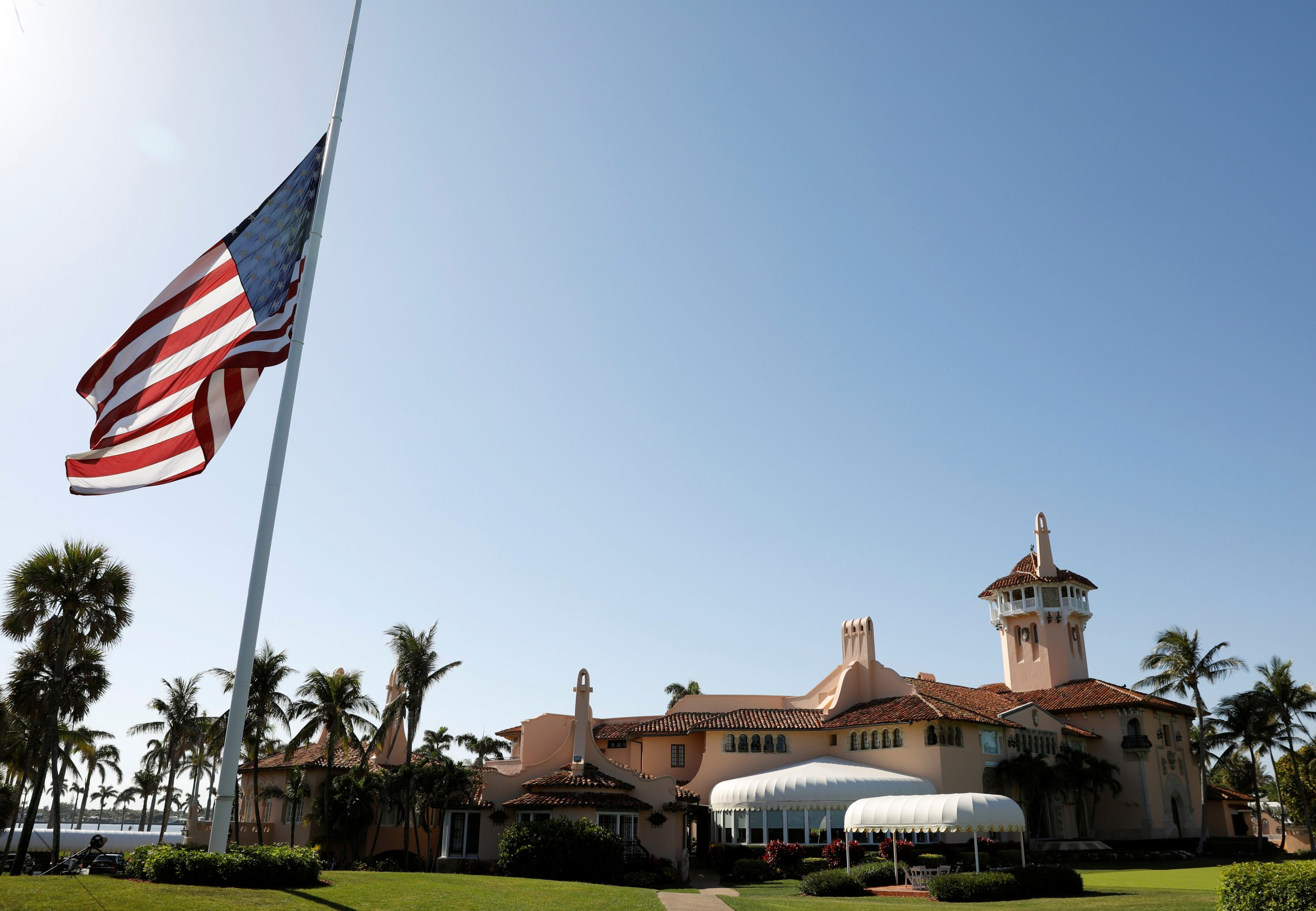 Trump's Mar-a-Lago golf club wants to hire 40 new foreign workers under the H-2B visa work program