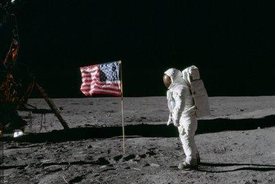 7_9_Astronaut Moon