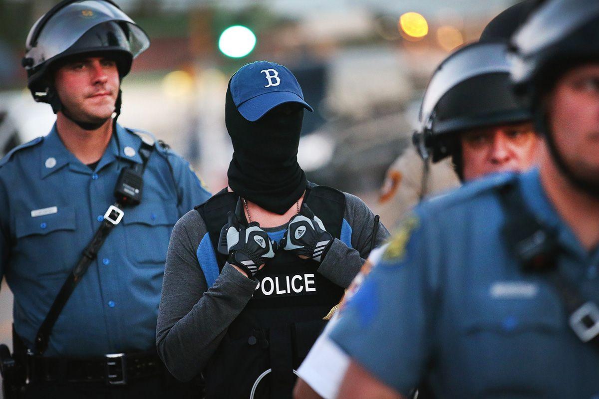 20140813 policewoman
