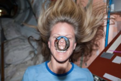 NASA-astronaut-with-water-droplet