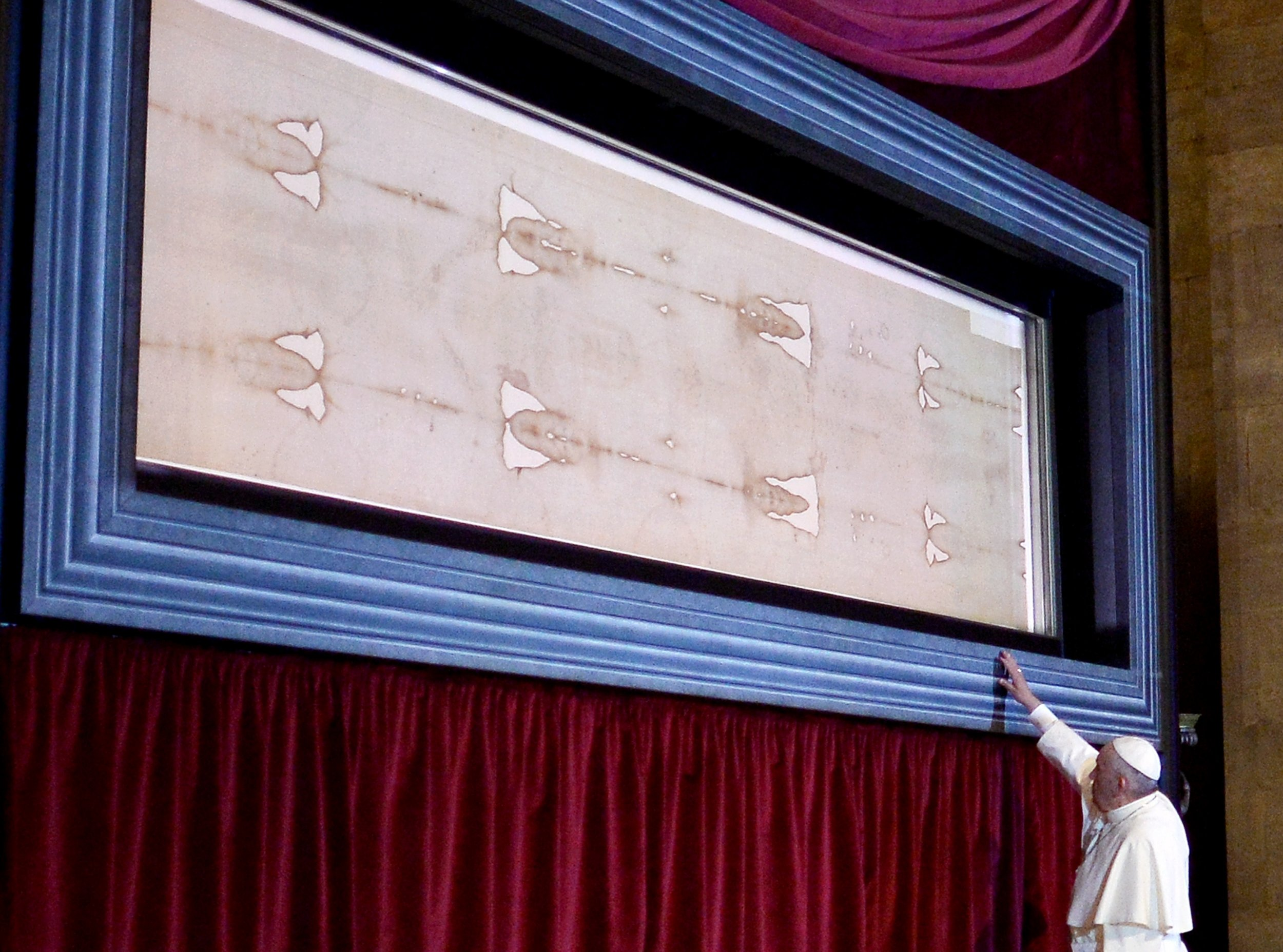 Ancient Shroud of Turin Is Likely Fake, Bloodstain Analysis