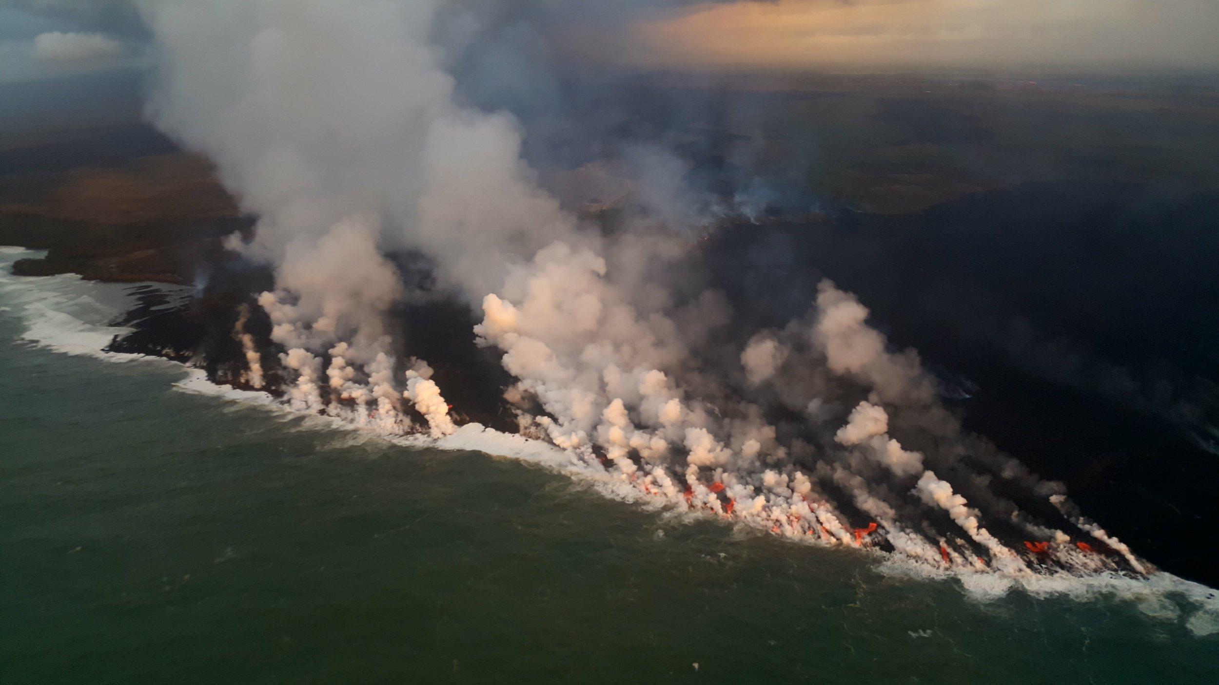lava flow front ocean