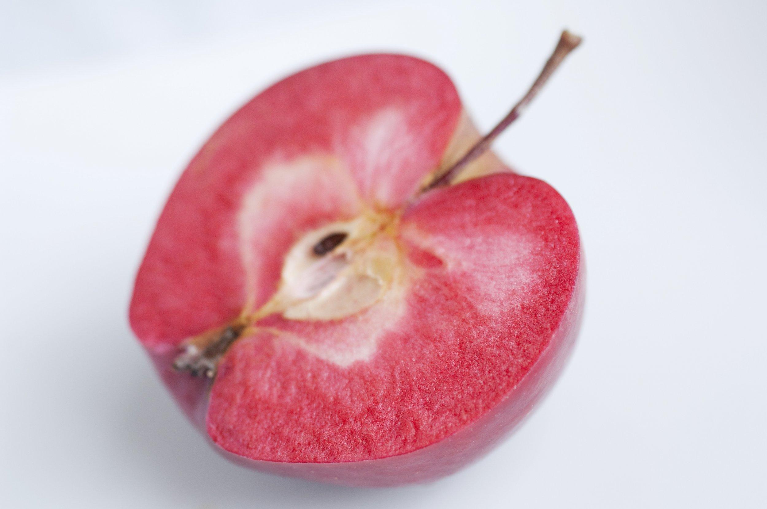 Red-Flesh-Apple-hi-res