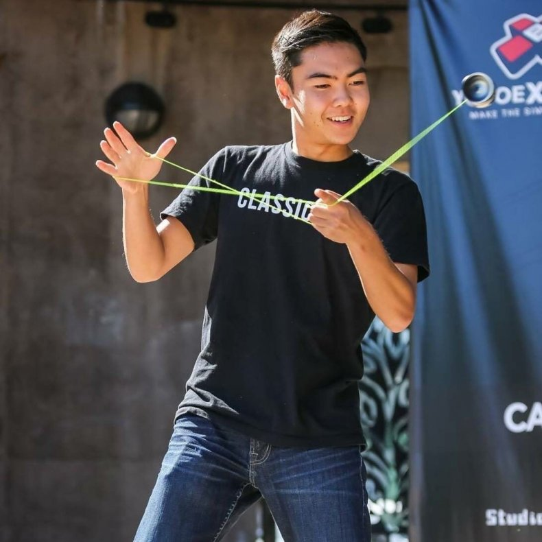 Evan Nagao performing yo-yo tricks