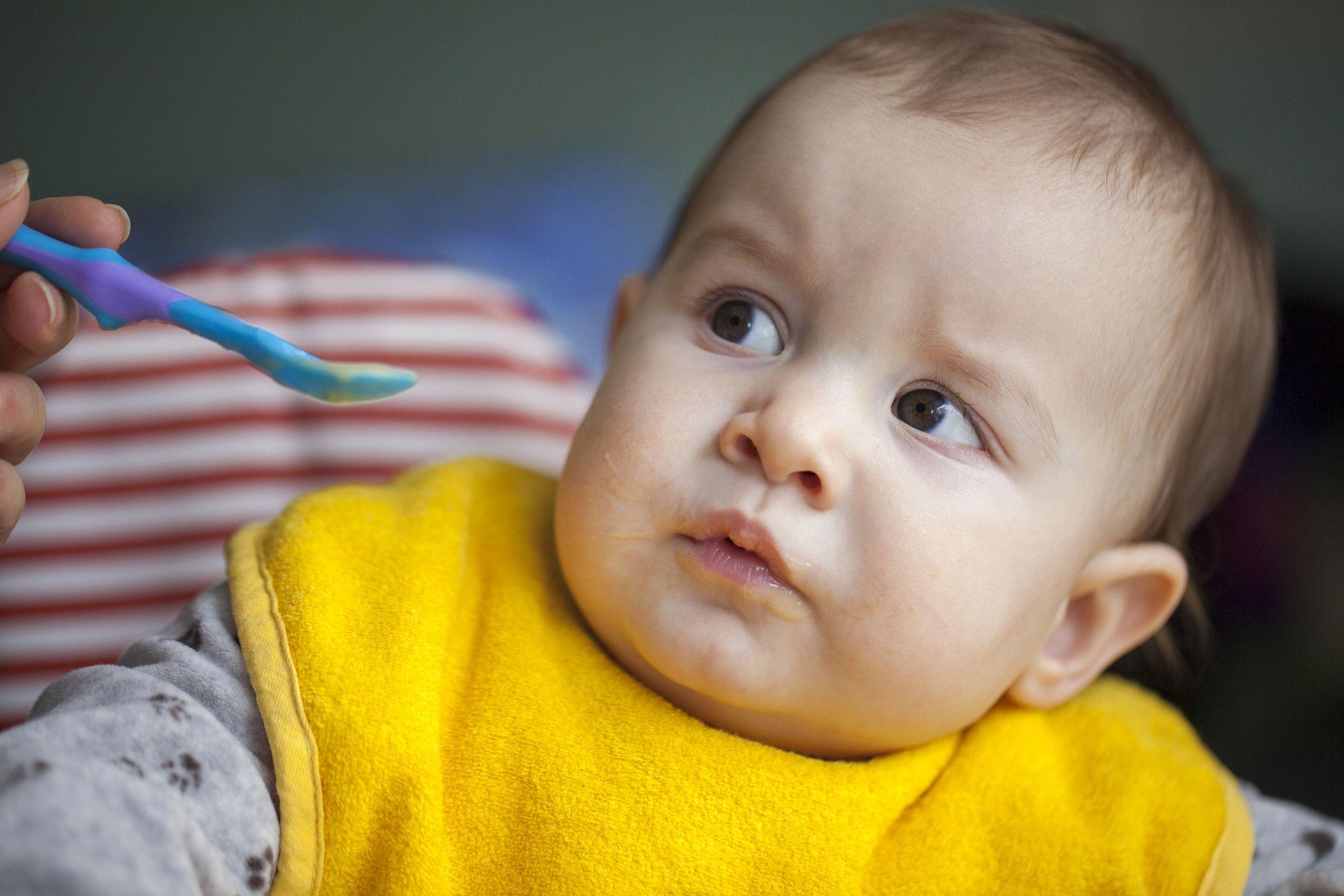 Baby-feeding-parent-stock
