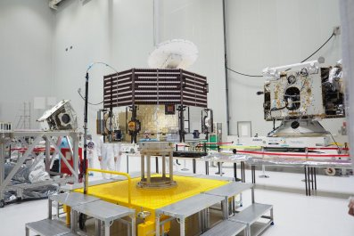 BepiColombo_unpacked_at_the_Spaceport_20180508_1280