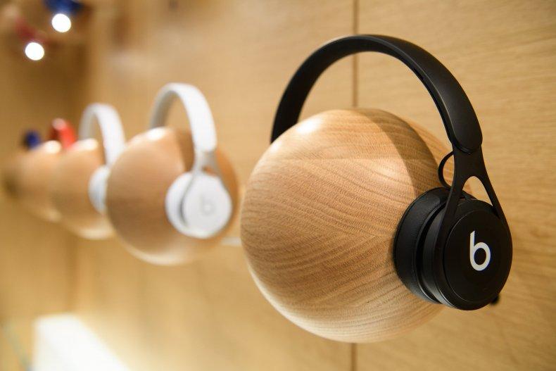 Apple offering free beats headphones with Mac, iPad purcahse