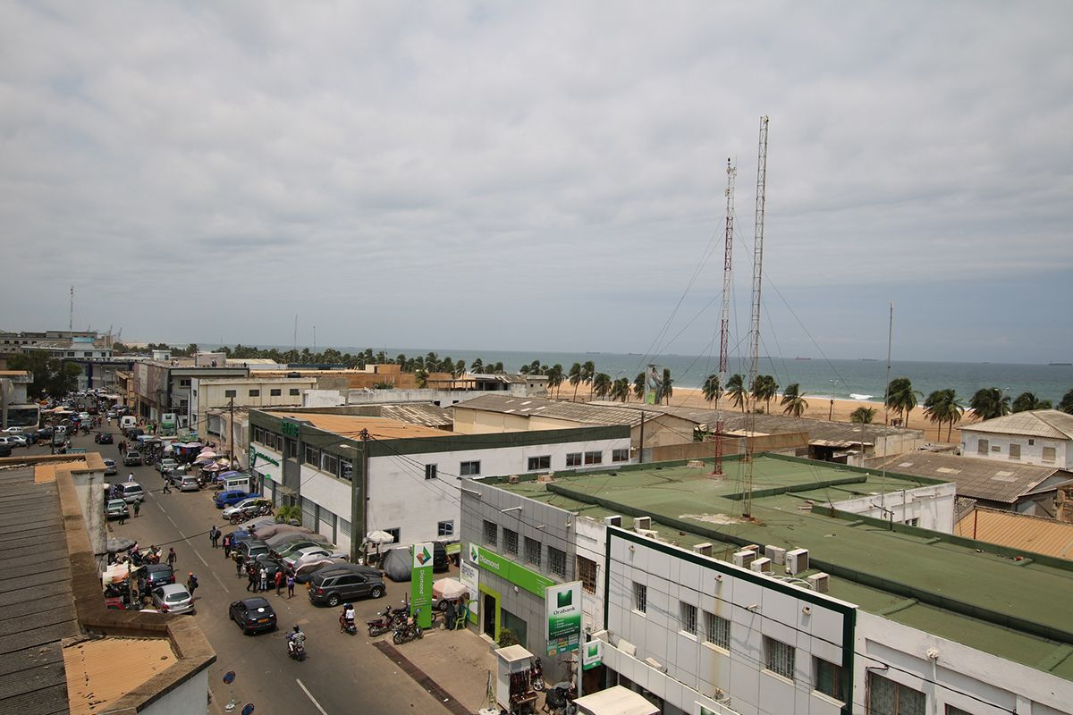10 Lomé