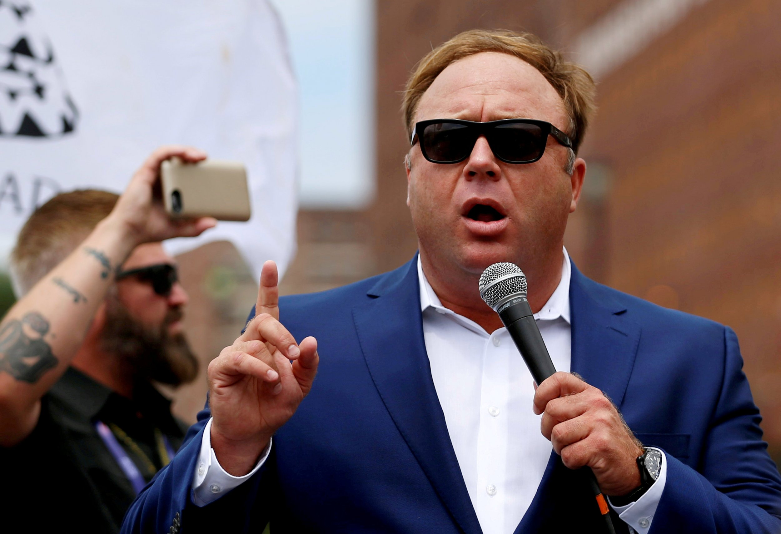 2018-08-01T133635Z_1089459799_RC1340945FA0_RTRMADP_3_USA-LAWSUIT-ALEXJONES