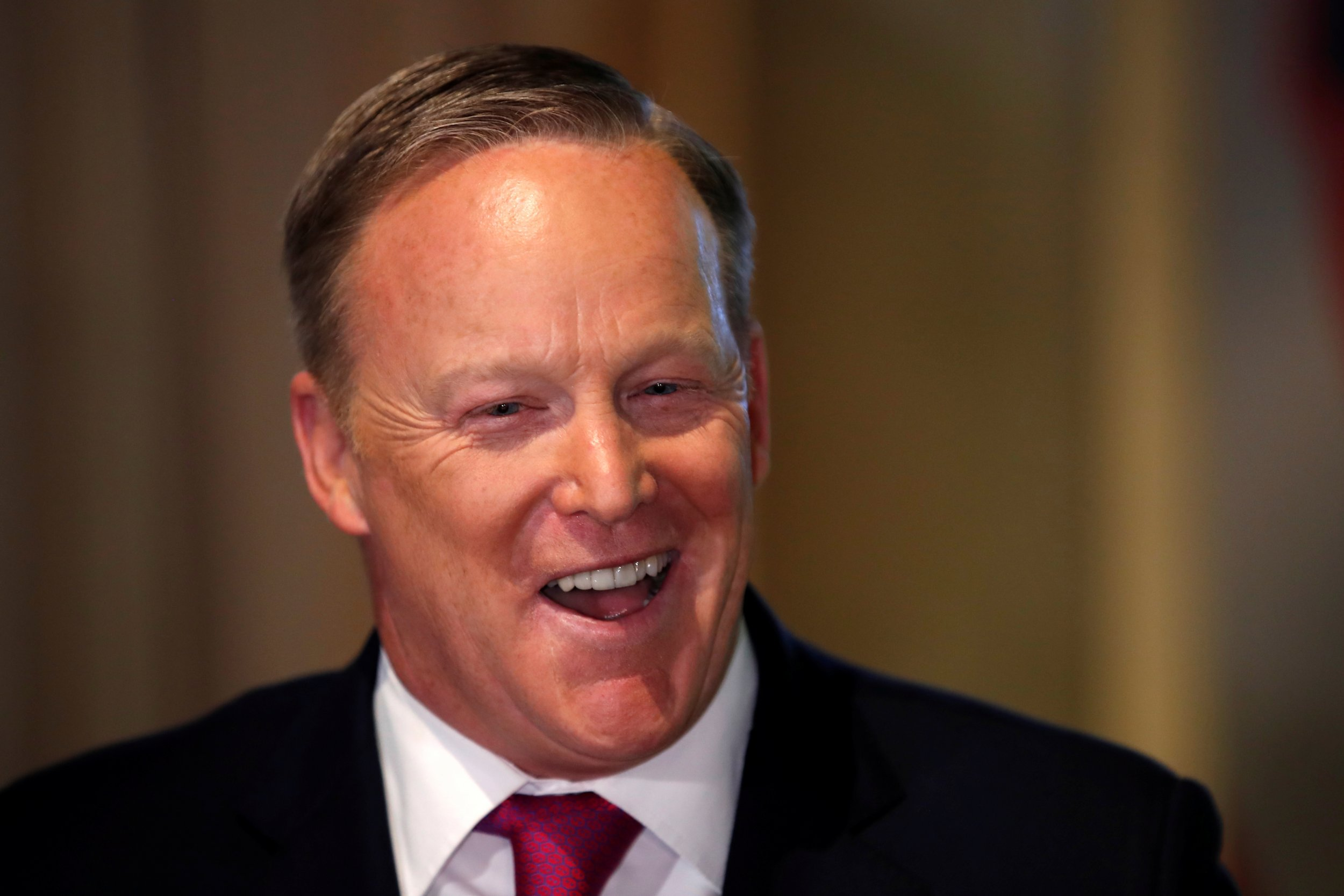 2018-04-25T165507Z_1781855614_RC12A94DC810_RTRMADP_3_USA-TRUMP-SPICER-BOOK