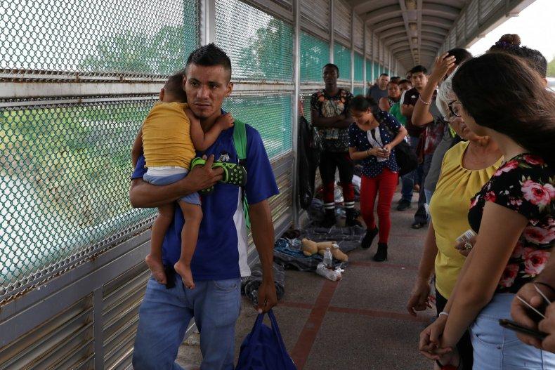 Honduran man seeks asylum with child