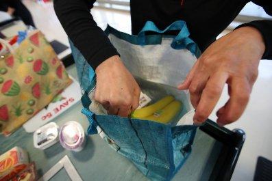 Kroger announces plastic bags eliminating