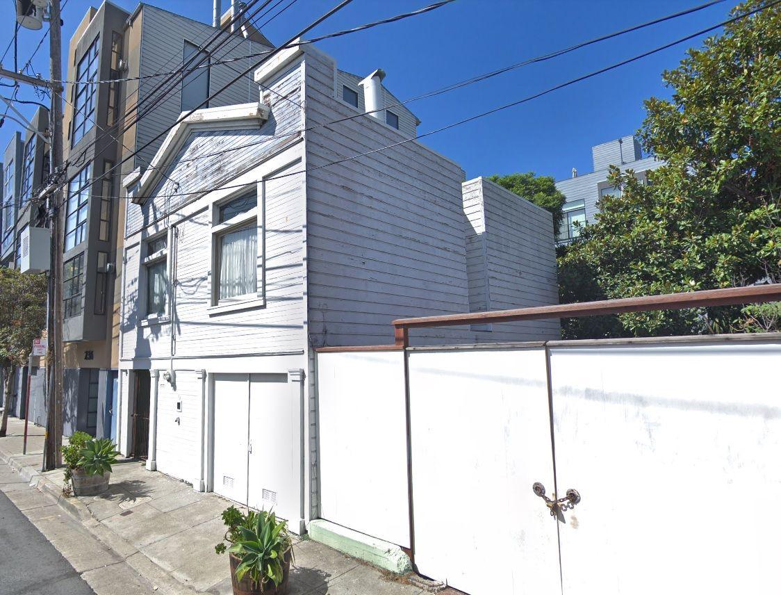 228 Clara Street