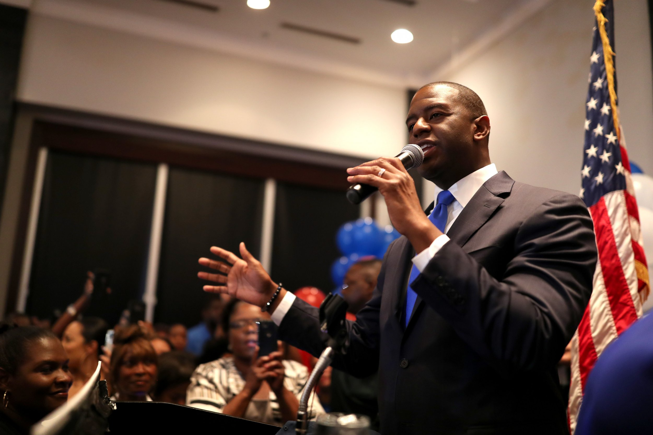 2018-08-29T023219Z_1624511646_NOCID_RTRMADP_3_NEWS-GUBERNATORIAL-ANDREW-GILLUM-WATCH-PARTY