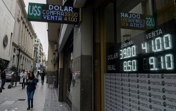 crisis in argentina essay Brazil, argentina's largest trading partner, withstood a currency crisis from august to october 1998, on the heels of the russian crisis, but when confronted with a crisis in 1999, brazil.