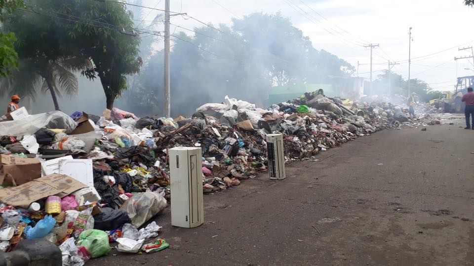 acapulco garbage collection mexico health emergency