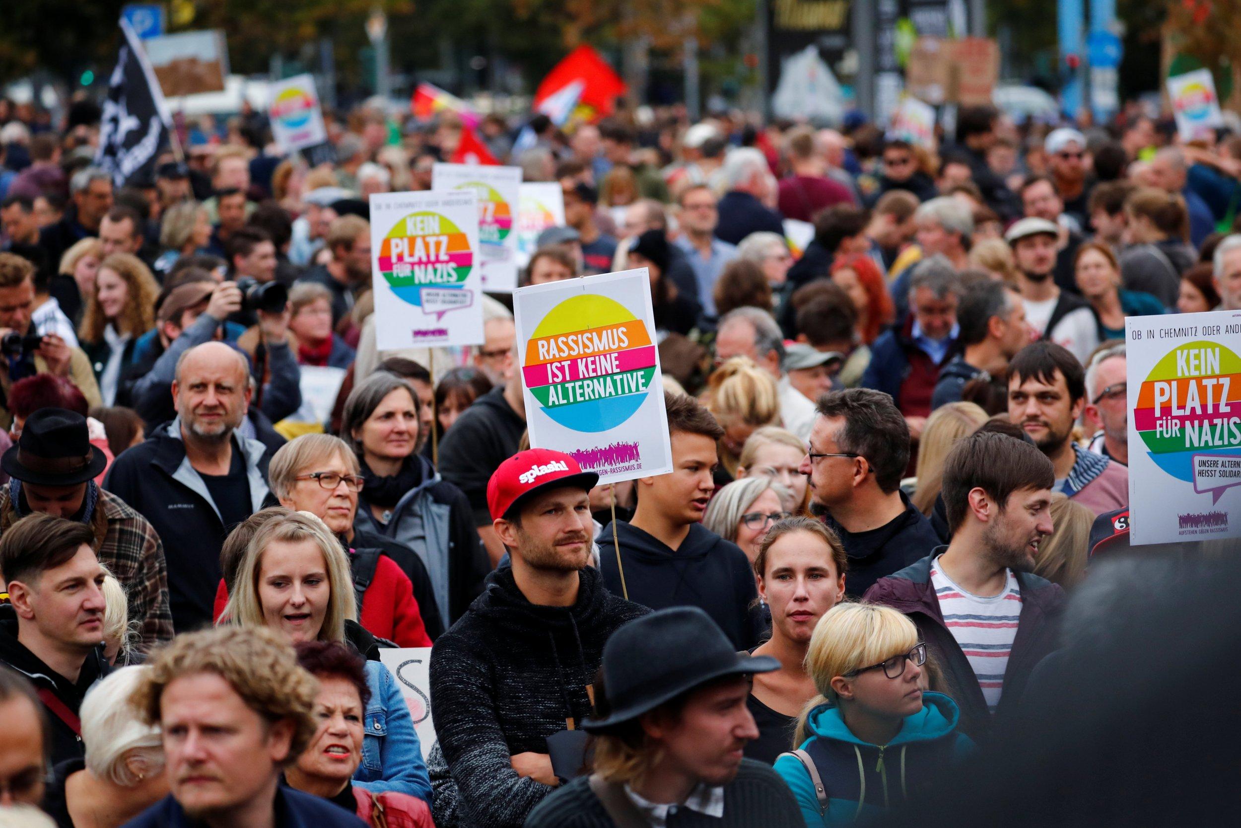 2018-09-01T192200Z_2_LYNXNPEE802F8_RTROPTP_4_GERMANY-PROTESTS