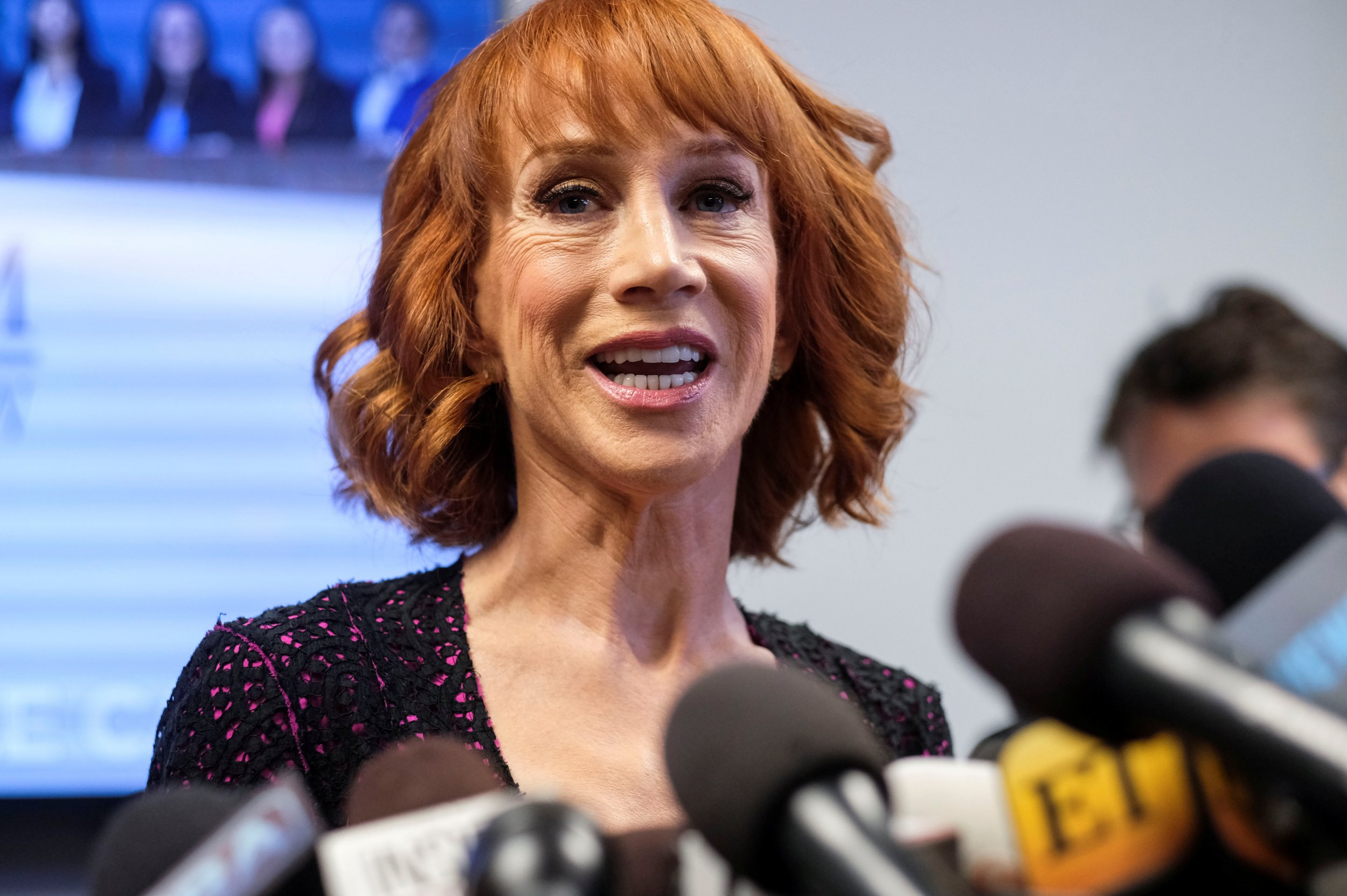 2017-06-02T171145Z_1916508902_RC173F6A9FC0_RTRMADP_3_USA-TRUMP-KATHYGRIFFIN