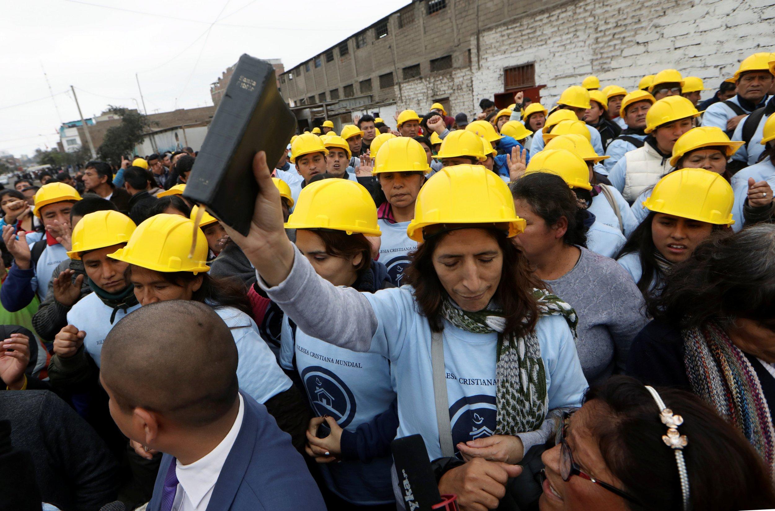 2018-09-10T194632Z_1_LYNXNPEE891GN_RTROPTP_4_SOCCER-PERU