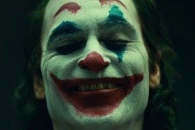 Joaquin-Phoenix-Joker-makeup movie first look dc