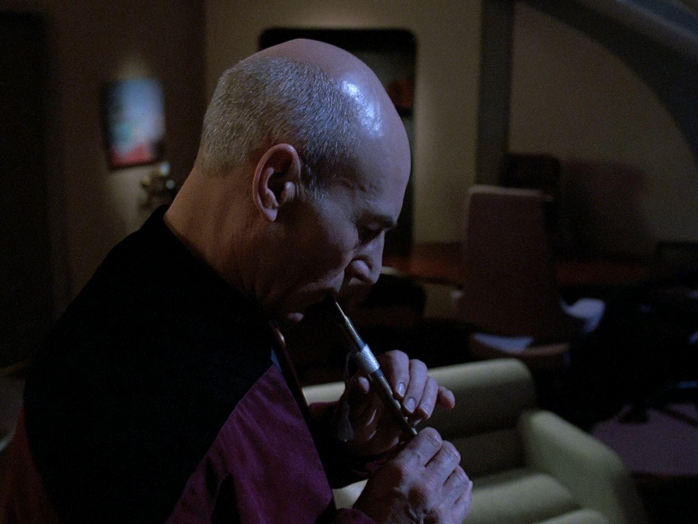 Picard_playing_Ressikan_Flute-star-trek