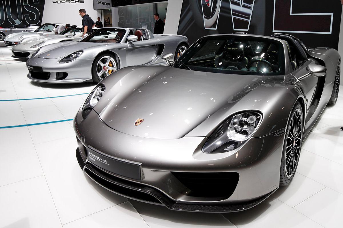 10 Porsche 918 Spyder 2018-10-03T085413Z_1867137119_RC12357A46D0_RTRMADP_3_AUTOSHOW-PARIS