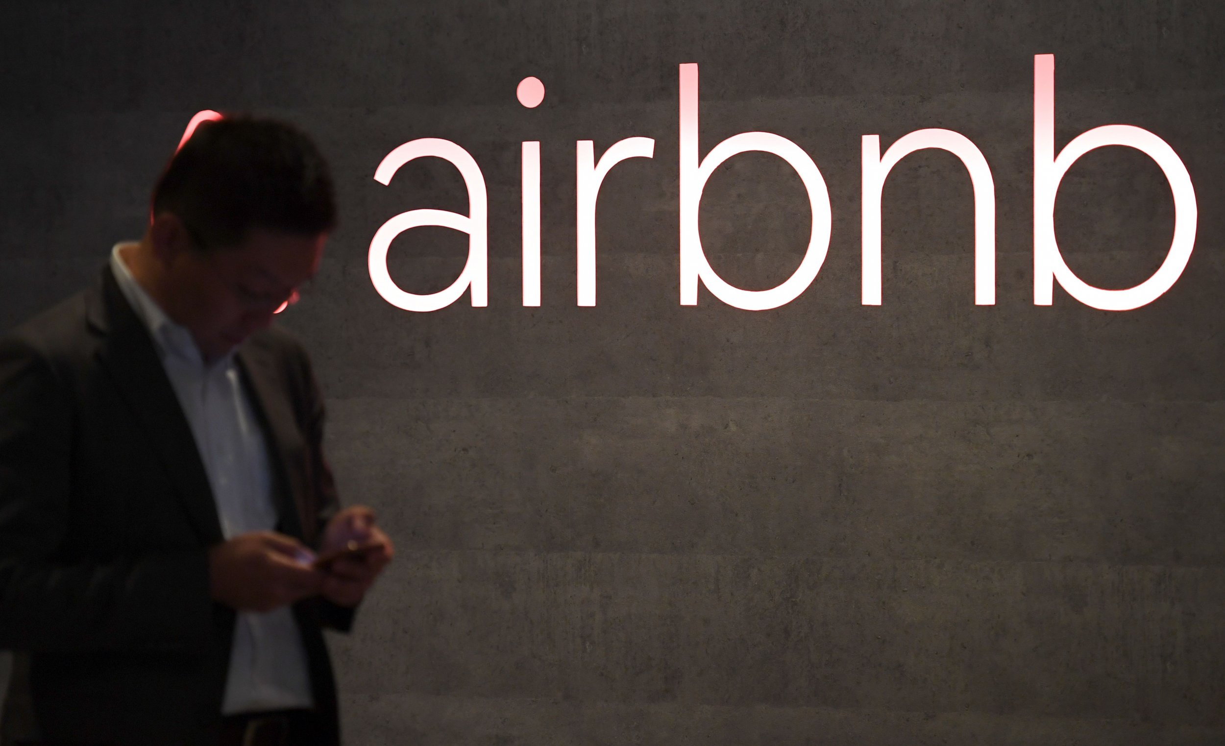 Airbnb Offers $2,500 and Therapy Sessions to Couple Who Were