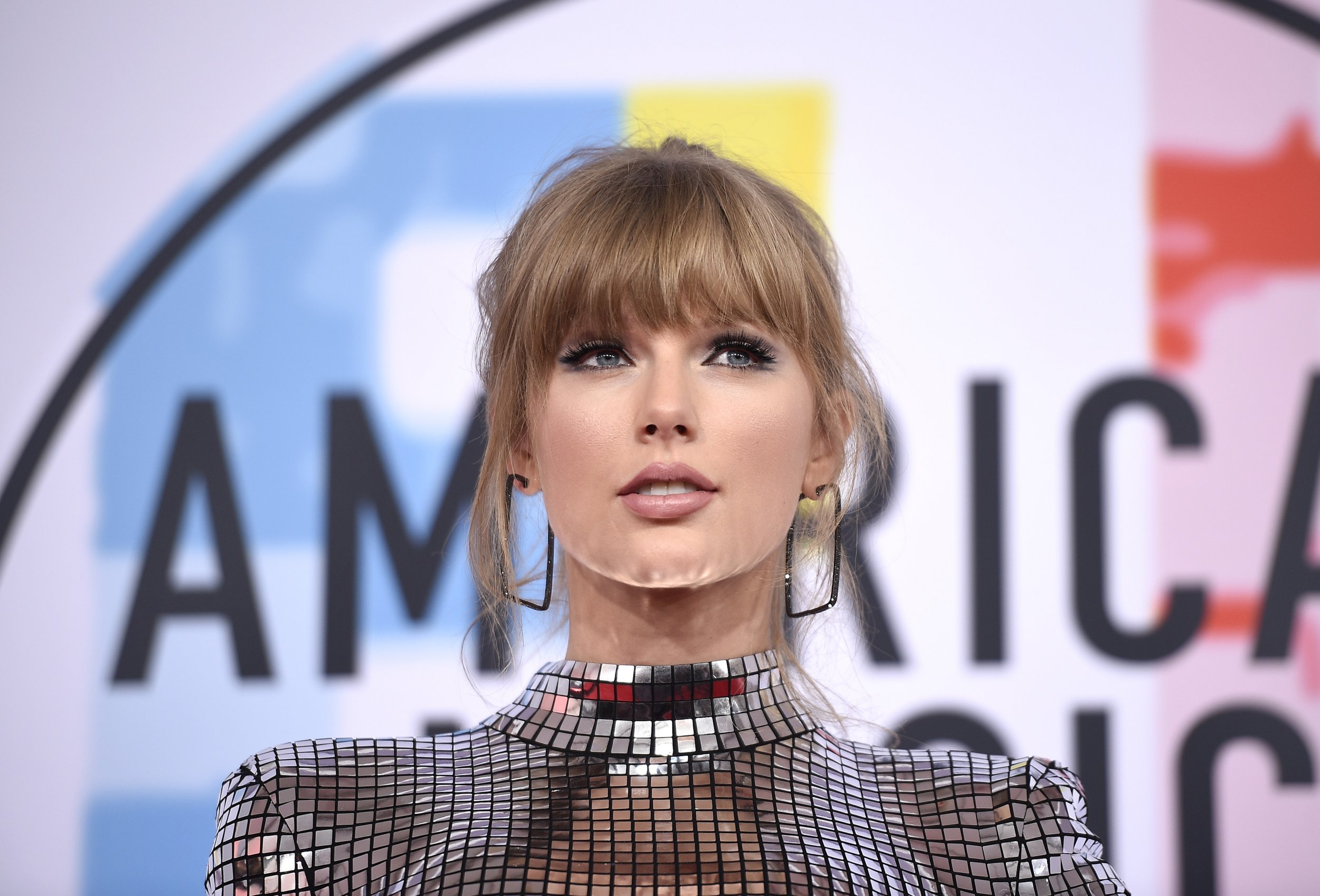 Taylor Swift teaches fans how to vote ahead of midterm elections