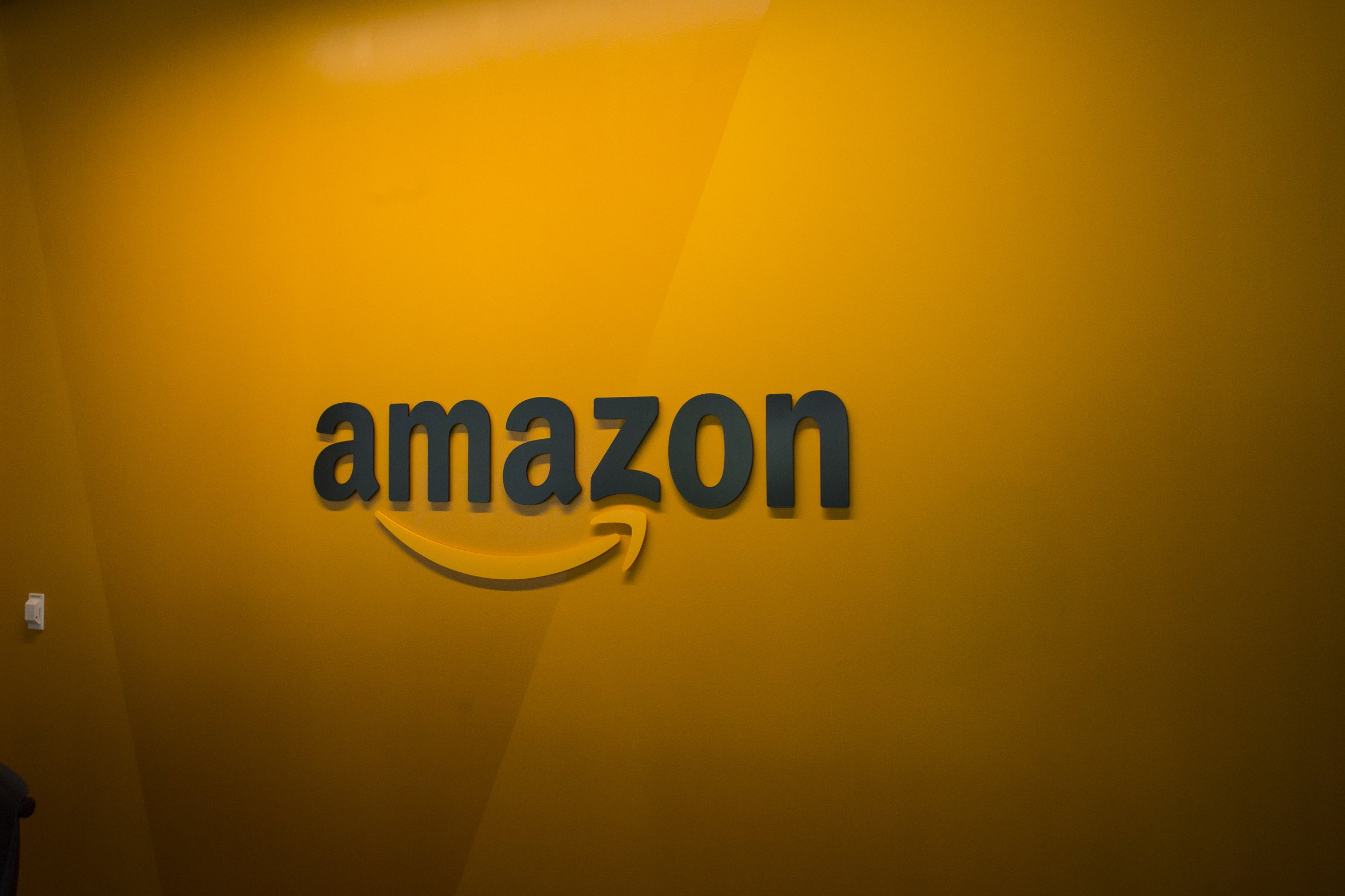 amazon yellow logo