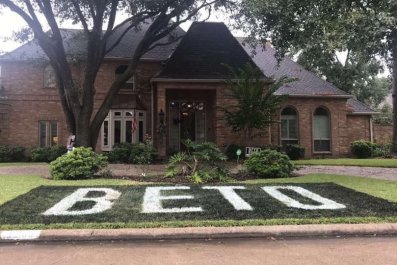 Beto O'Rourke Sign Painted on Texas Lawn Results in Threats From Homeowners Association