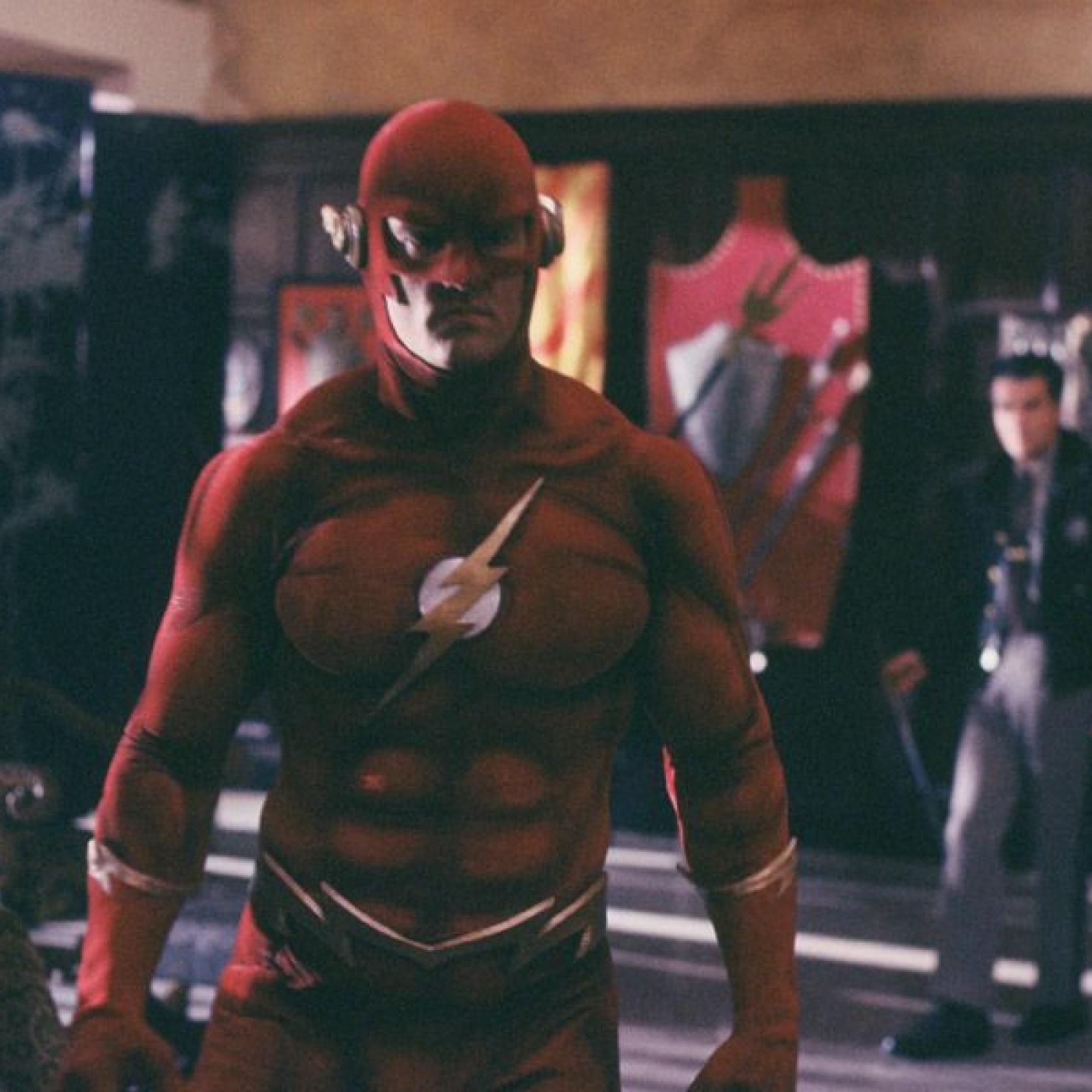 John Wesley Shipp's 90s Flash Returns in Arrowverse