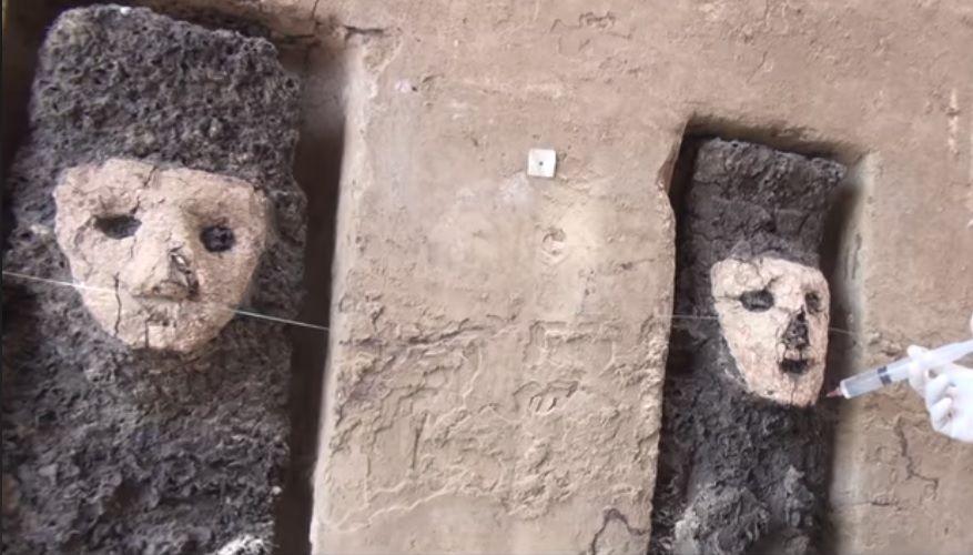 Peru statues