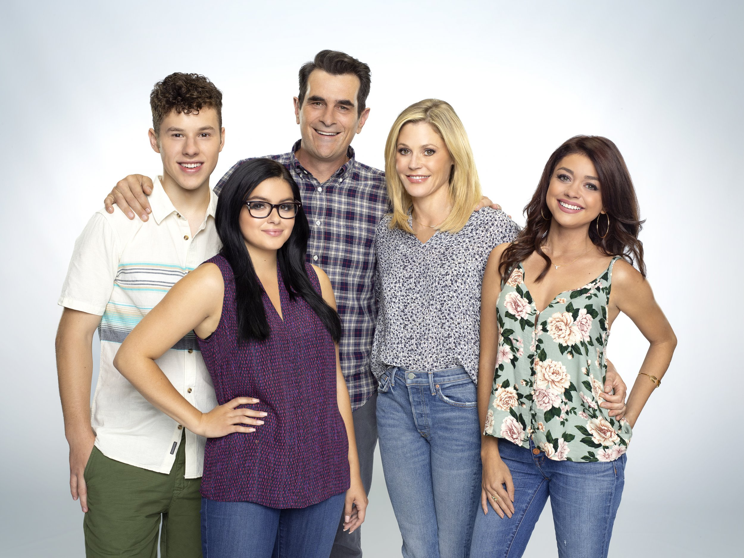 Spoilers Which \u0027Modern Family\u0027 Character Is Pregnant? After Death Twist,  Show Introduces New Plot