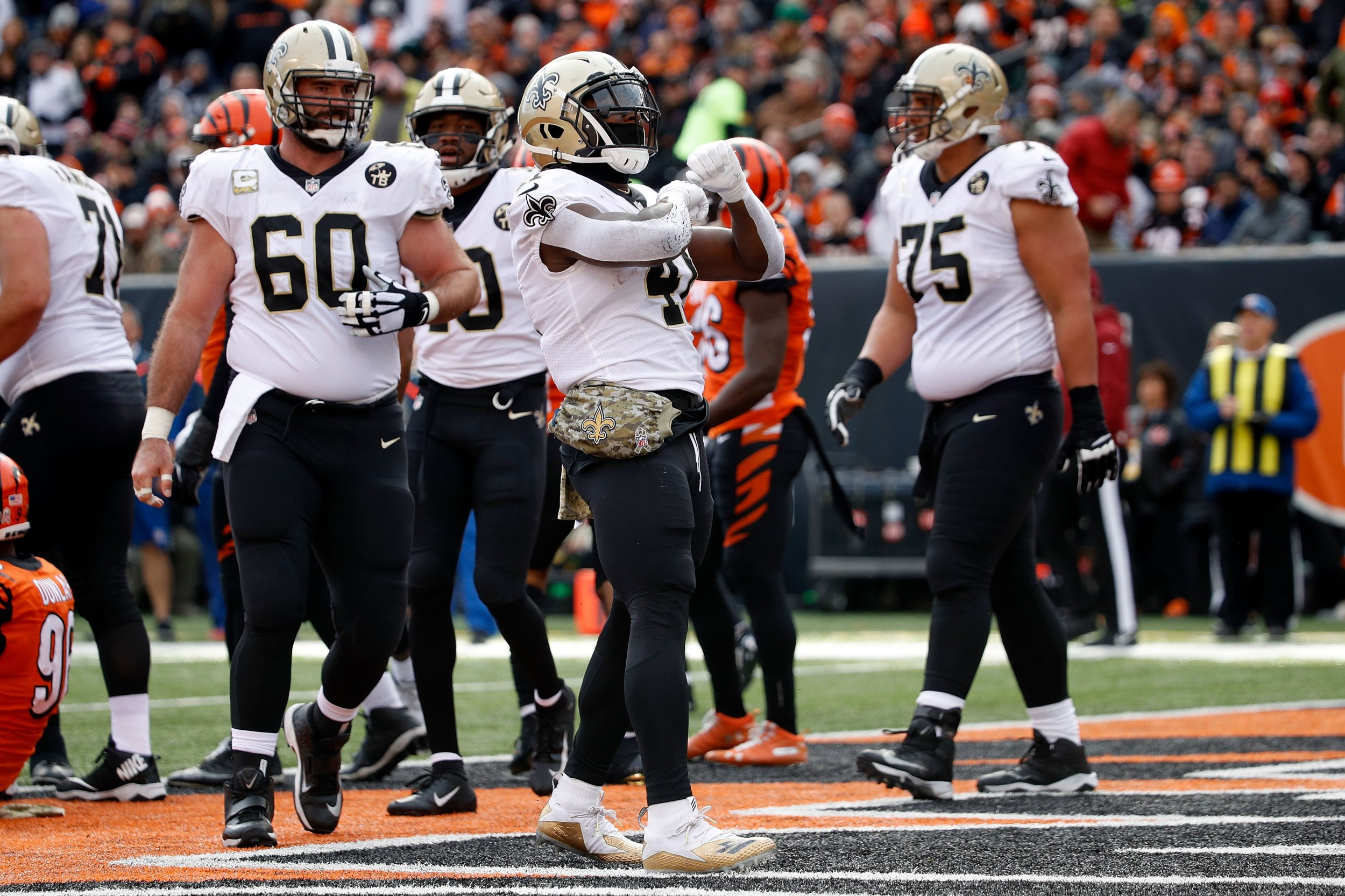 Saints Honor Injured Teammate Dez Bryant With X Celebrations