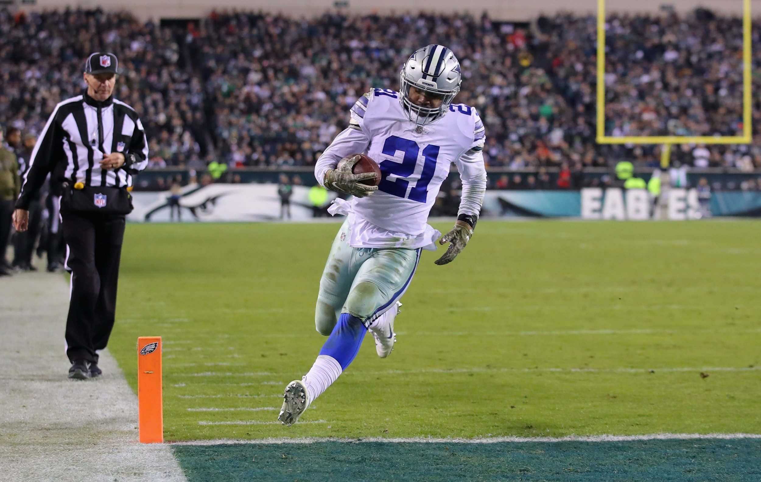 hot sale online 99d1e 2c1cd Video: Zeke Elliott Turns Eagles Defender into a Hurdle Then ...
