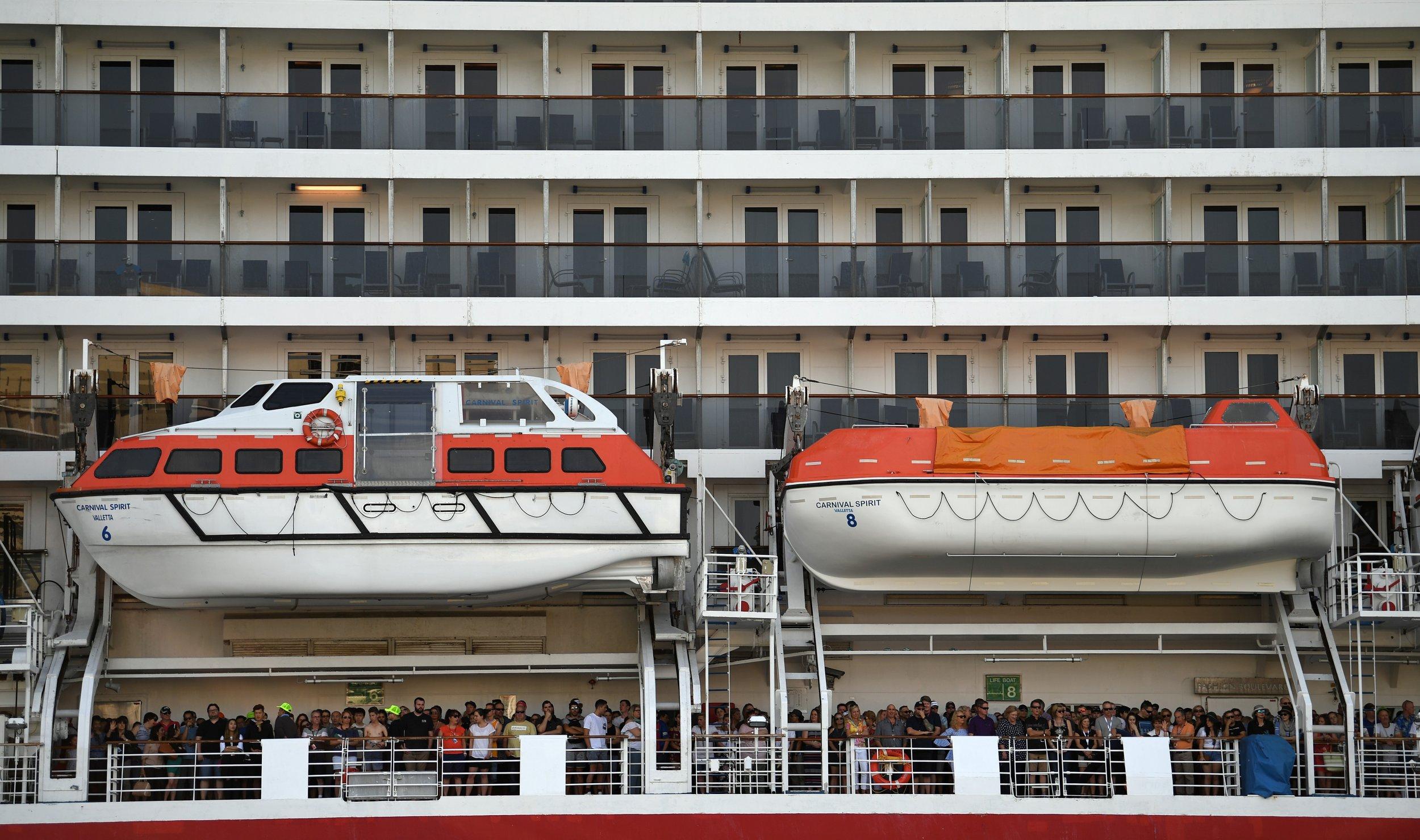 12_11_Cruise ship