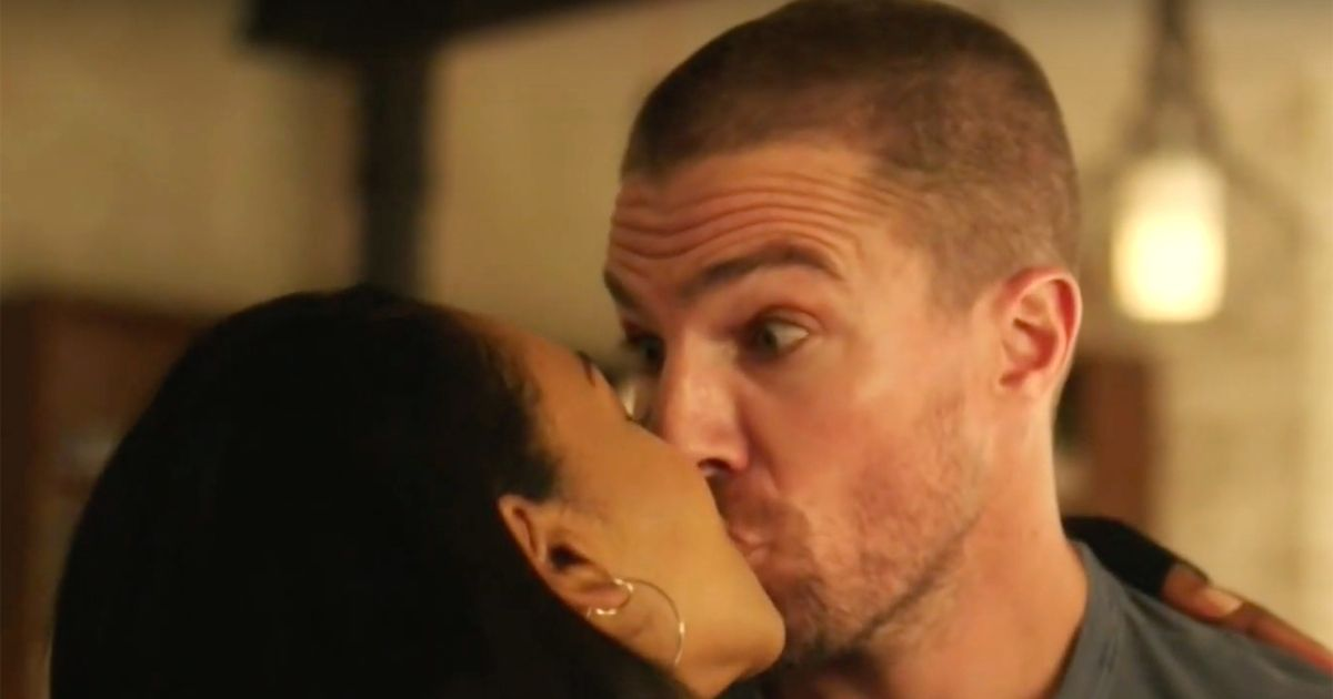 First 'Elseworlds' Crossover Teaser Has a Very Awkward Kiss