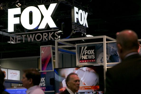 Fox News supports CNN, Jim acosta, Sean Hannity