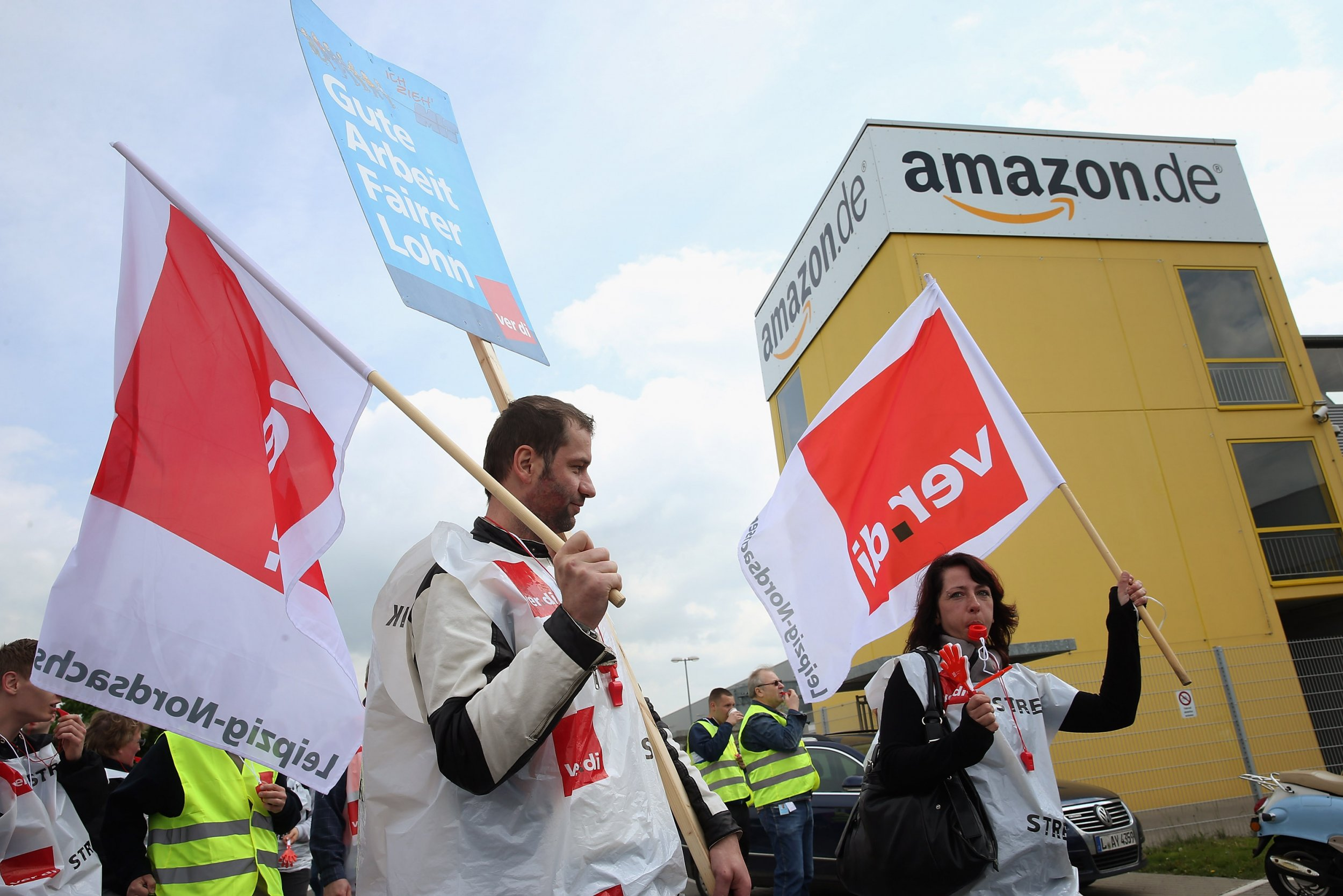 black friday amazon workers strike for higher wages better conditions. Black Bedroom Furniture Sets. Home Design Ideas