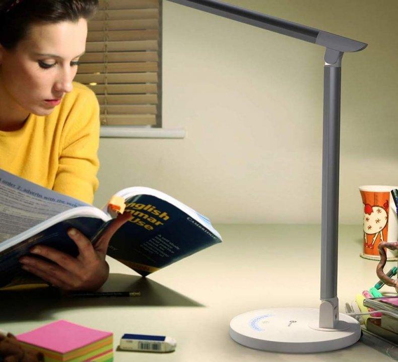 13 Cyber Monday - TaoTronics LED Desk Lamp