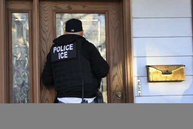 ice officer man arrested wife bribe