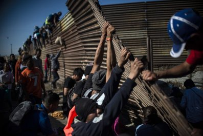 migrant caravan trump wall