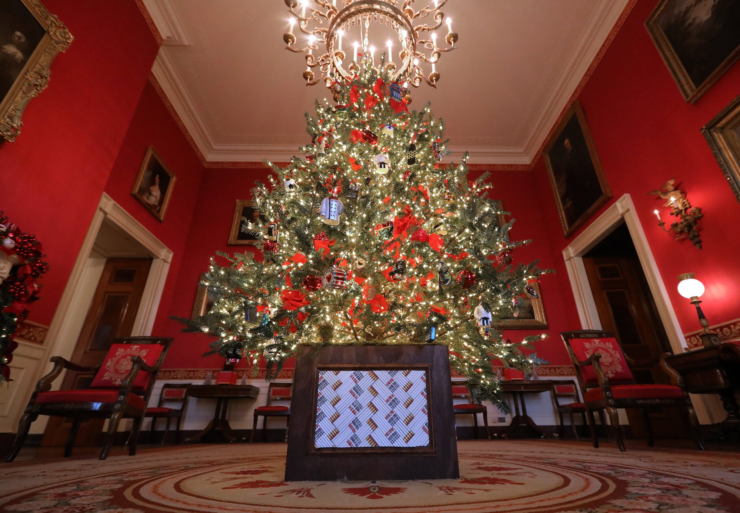 melania trumps christmas decorations mocked online as blood trees from the shining