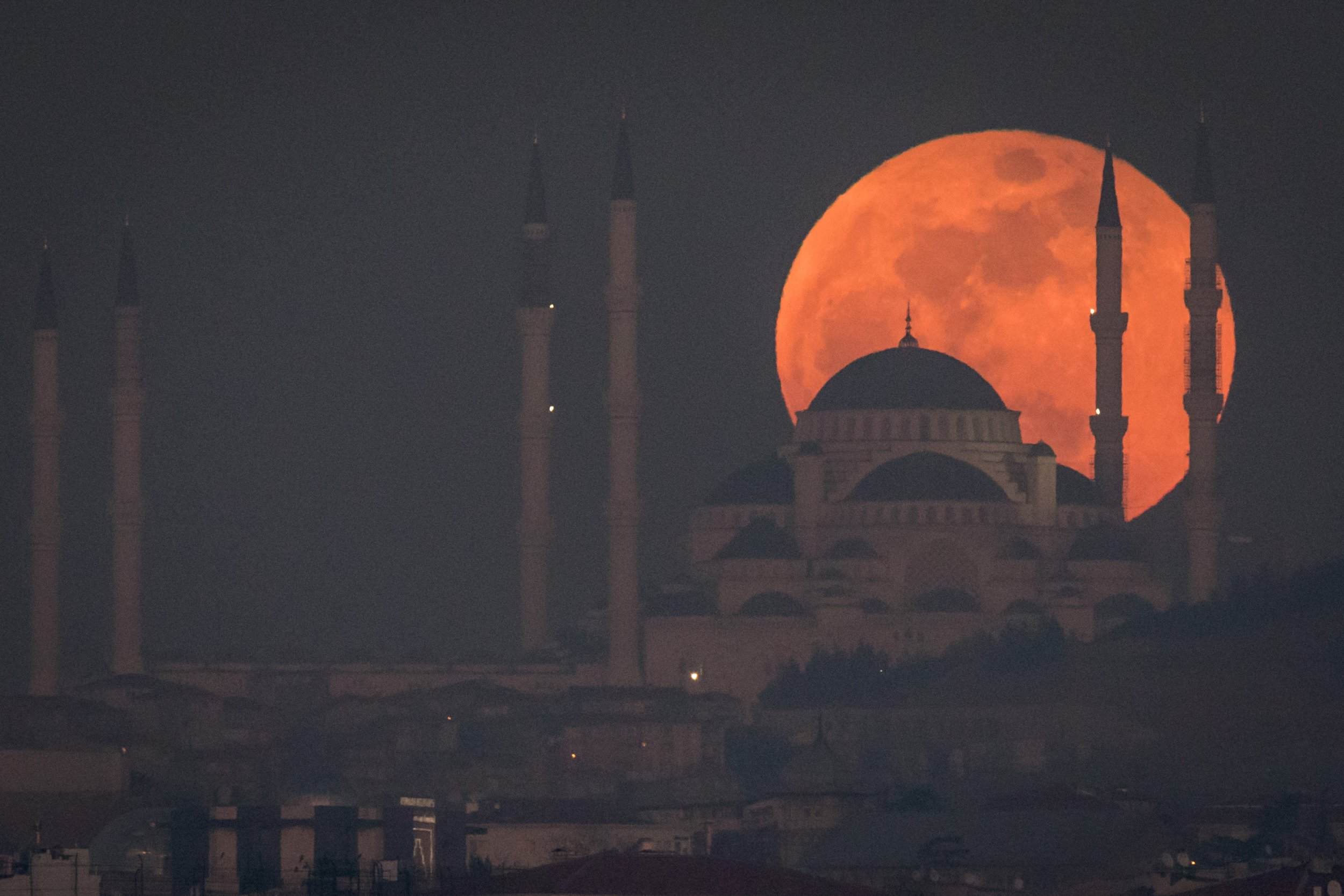 Supermoon and total lunar eclipse 'blood moon' set to coincide for rare celestial event