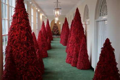 melania trump red trees christmas white house