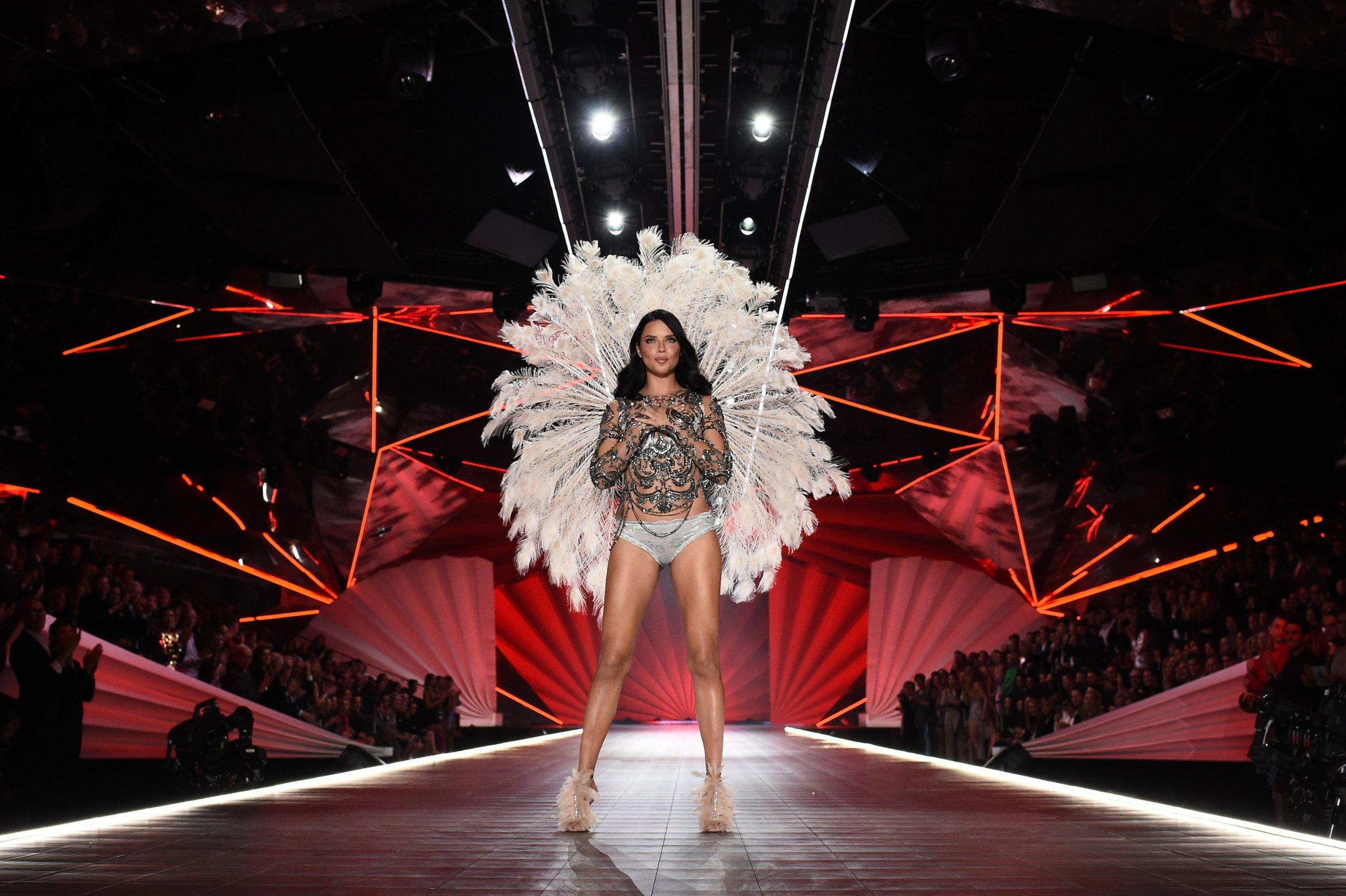Gigi Hadid on Adriana Lima's Last VS Show