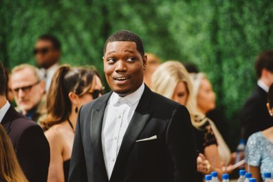 Michael Che Defends Kevin Hart